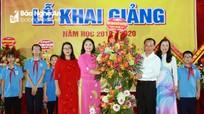 Bí thư Thành ủy Vinh dự lễ khai giảng Trường THCS Đặng Thai Mai