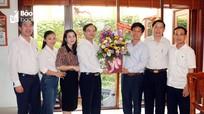Trưởng ban Tổ chức Tỉnh ủy thăm, chúc mừng các nhà giáo nhân ngày 20/11