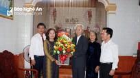 Trưởng Ban Tuyên giáo Tỉnh ủy thăm, chúc mừng Nhà giáo ưu tú Nguyễn Xuân Nguyên