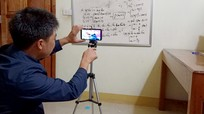 Thầy giáo vùng cao Nghệ An làm video trực tuyến, dạy học trò trong mùa dịch