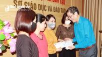 Công đoàn Giáo dục Việt Nam trao quà hỗ trợ giáo viên ngoài công lập ảnh hưởng dịch Covid - 19