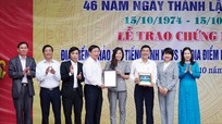 Trao giấy chứng nhận địa điểm khảo thí IELTS, tiếng Nhật cho trường chuyên Phan Bội Châu