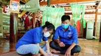 Sinh viên tình nguyện xứ Nghệ làm 'gia sư' cho các sĩ tử