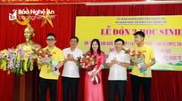 Khen thưởng 2 học sinh đạt thành tích cao tại Cuộc thi Olympic Tin học khu vực và quốc tế