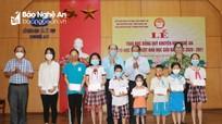 Hội Khuyến học tỉnh trao học bổng cho gần 250 giáo viên và học sinh có thành tích xuất sắc