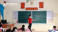 Giáo viên huyện Thanh Chương thực hiện '3 tại chỗ' khi trở lại trường dạy học