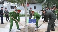 Công an Nghệ An trồng cây tại Khu tưởng niệm đồng chí Trần Quốc Hoàn
