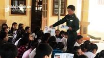 Hàng trăm học sinh vùng biên được tuyên truyền cách phòng chống mua bán người