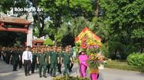 Đoàn đại biểu Quân khu 4 dâng hương tại Khu di tích Kim Liên