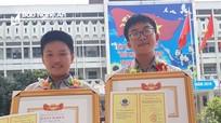 Hai nam sinh lớp 9 trường làng đam mê sáng tạo phần mềm tin học