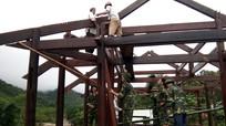 Bộ đội Biên phòng Nghệ An giúp dân khắc phục hậu quả mưa lũ