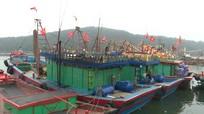 Ban Tôn giáo Chính phủ tặng 1.000 cờ Tổ quốc cho ngư dân Cửa Lò