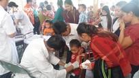 Hàng trăm trẻ ở khu vực biên giới Nghệ An được tiêm vắc-xin phòng sởi - rubella