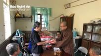 Chùa Đức Hậu thăm, tặng quà Hội Người mù thị xã Thái Hòa