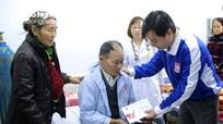 Tỉnh đoàn Nghệ An tặng quà, động viên bệnh nhân đón Tết tại các bệnh viện