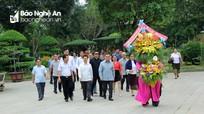 Đoàn công tác Ủy ban Trung ương Mặt trận Lào dâng hoa tại Khu Di tích Kim Liên