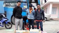Bắt gần 1 tạ pháo trên xe khách tuyến Sài Gòn – Nghệ An