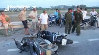 Hai xe máy đâm nhau, 2 người bị thương nặng