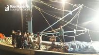 Bộ đội biên phòng Nghệ An cứu nạn thành công tàu cá và 14 thuyền viên