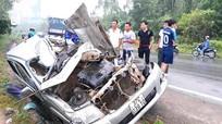Nghệ An: Tài xế xe bán tải tử vong trong ca bin bẹp dúm