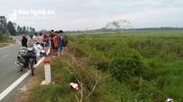 Phát hiện xe máy bị gãy vỡ nằm giữa ruộng lúa
