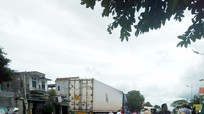 Xe container va chạm liên hoàn trên Quốc lộ 1A, một phụ nữ bị cán nát chân