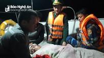Cấp cứu kịp thời thuyền viên tàu cá Nghệ An bị nạn trên biển