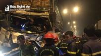 Giải cứu tài xế xe tải mắc kẹt trong cabin bẹp dúm trên quốc lộ 1A
