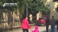 Tình trẻ dắt theo con nhỏ đến tòa gặp 'chồng hờ'