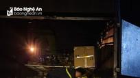 Dừng lại để kiểm dịch, xe tải chở vịt bất ngờ bốc cháy trên Quốc lộ 1A