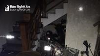 Giải cứu 4 người thoát khỏi đám cháy nhà dân trong đêm ở TP Vinh