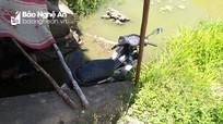 Nghệ An: Phát hiện thi thể người đàn ông cùng chiếc xe máy dưới chân cầu
