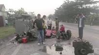 Nghệ An: Xe 'hổ vồ' tông lật xe đầu kéo, 1 người tử vong