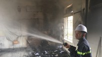 Một phòng học bốc cháy giữa trưa
