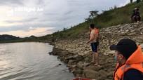 Tìm thấy thi thể nam sinh đuối nước khi tắm trên sông Lam