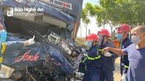 Va chạm với xe đầu kéo, tài xế xe tải tử vong tại chỗ