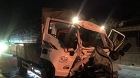 Xe tải đâm đuôi container trên quốc  lộ 1A, 2 người bị thương