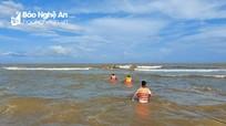Nghệ An: Tìm kiếm người đàn ông mất tích khi đang mò ngao trên biển