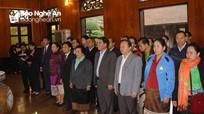 Đoàn công tác Ủy ban Dân tộc Quốc hội Lào dâng hoa, dâng hương tại Khu Di tích Kim Liên