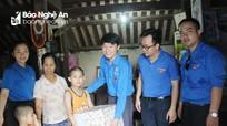 Đoàn Khối Doanh nghiệp tỉnh nhận đỡ đầu 4 cháu có hoàn cảnh khó khăn