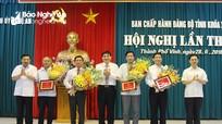 Trao Huân chương Lao động hạng Nhì cho Trưởng ban Tổ chức Tỉnh ủy Nghệ An