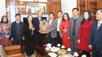 Đồng chí Nguyễn Xuân Sơn chúc Tết trí thức, văn nghệ sỹ tiêu biểu