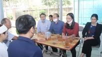 Đoàn ĐBQH và HĐND tỉnh chia sẻ, động viên gia đình liệt sỹ Sầm Quốc Nghĩa