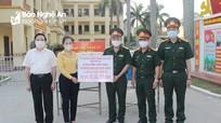 Chủ tịch UBMTTQ tỉnh tặng quà các điểm cách ly tập trung tại thành phố Vinh