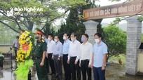 Đoàn đại biểu tỉnh Nghệ An hoạt động tri ân tại thị xã Hoàng Mai nhân dịp 27/7
