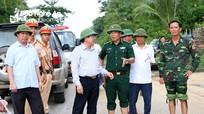 Phó Chủ tịch UBND tỉnh Đinh Viết Hồng kiểm tra công tác khắc phục hậu quả bão số 4