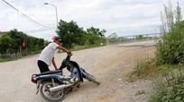 Người dân TP Vinh 'mướt mồ hôi' khi qua cầu Đen