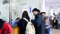 """Bão số 9: Gần 400 hành khách """"mắc kẹt"""" tại Ga Vinh"""