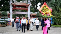 HĐND tỉnh dâng hương tưởng niệm Bác Hồ và trồng cây tại khu mộ bà Hoàng Thị Loan