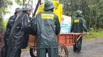 Bộ đội Biên phòng Nghệ An giúp dân chạy lũ